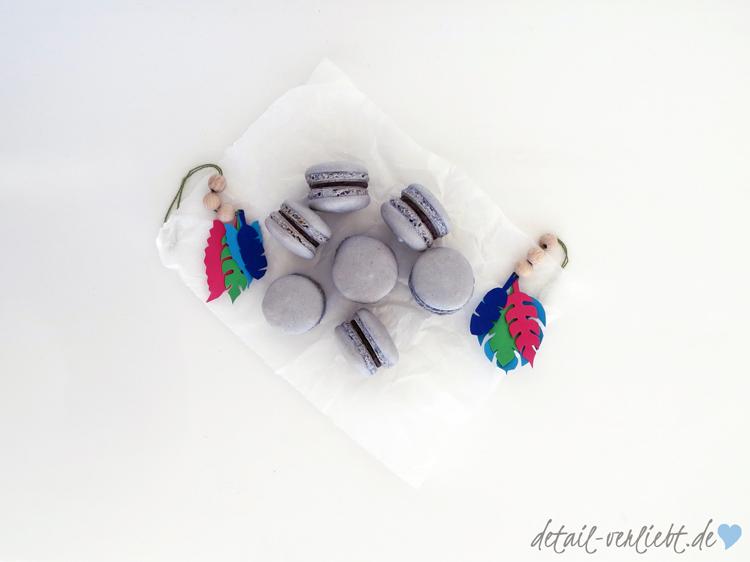 www.detail-verliebt.de: Anlässe zum Feiern gibt es genug. Und wenn die Party vorbei ist, bekommt jeder Gast noch ein Gastgeschenk – Lavendel-Macarons im Eierkarton.