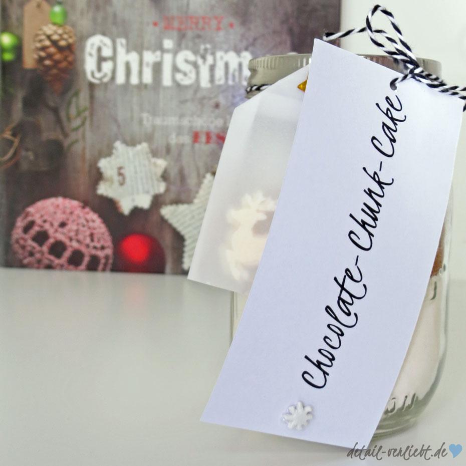 www.detail-verliebt.de: Diese Backmischung im Glas mit Chocolate Chunks ist ein schnell gemachtes Geschenk aus der Küche. Für diesen Kuchen gibt es eine Anleitung zum Ausdrucken.