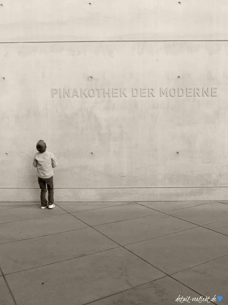 """Im """"Wintergarten"""" der Pinakothek der Moderne"""