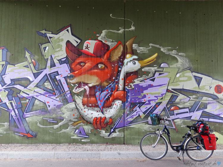 Fahrrad und Grafitti in Hallbergmoos