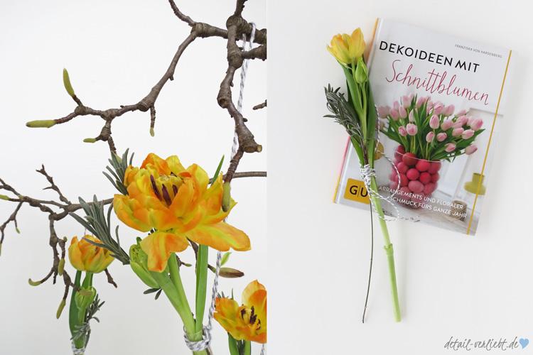 """detail-verliebt.de: Florale Arrangements – Tulpen und Magnolienzweig. Schnittblumen kann jeder zu floralen Arrangements zusammen stellen. Das zeigt das Buch """"Dekoideen mit Schnittblumen"""" frischen, stilvollen und ungezwungenen Ideen."""