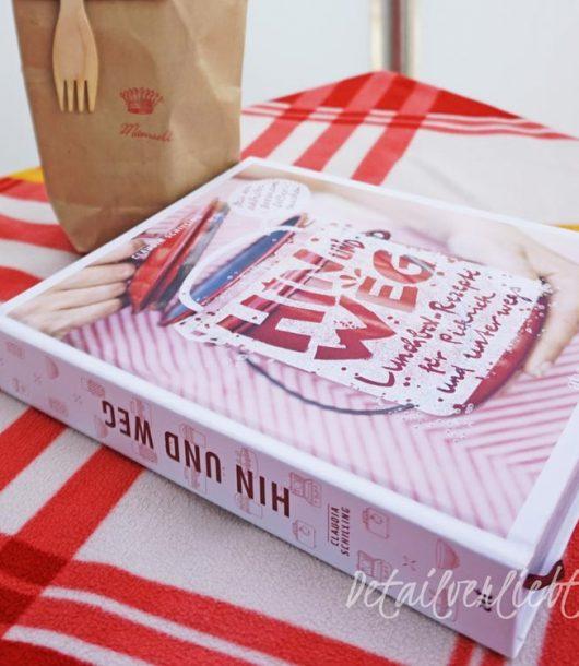 """www.detail-verliebt.de: Claudia Schilling erzählt in ihrem Buch """" Hin und Weg –Lunchbox-Rezepte für Picknick und unterwegs"""" von Essen zum Mitnehmen: egal ob Grillen mit der Familie oder Picknick im Park mit Freunden. Viele leckere, gesunde Rezepte sind im Buch zu finden, die sich gut vorbereiten lassen und sich gut transportieren lassen. #picknick #rezepte #picknickrezepte #detailverliebt"""