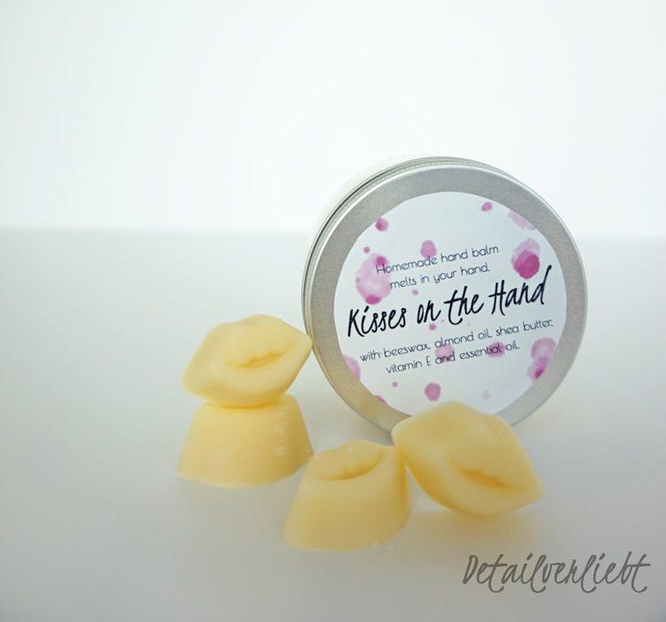 www.detail-verliebt.de: Feste Handcreme schmilzt in der Hand, pflegt mit reichhaltigen Inhaltsstoffen und ist das ideale Muttertagsgeschenk.