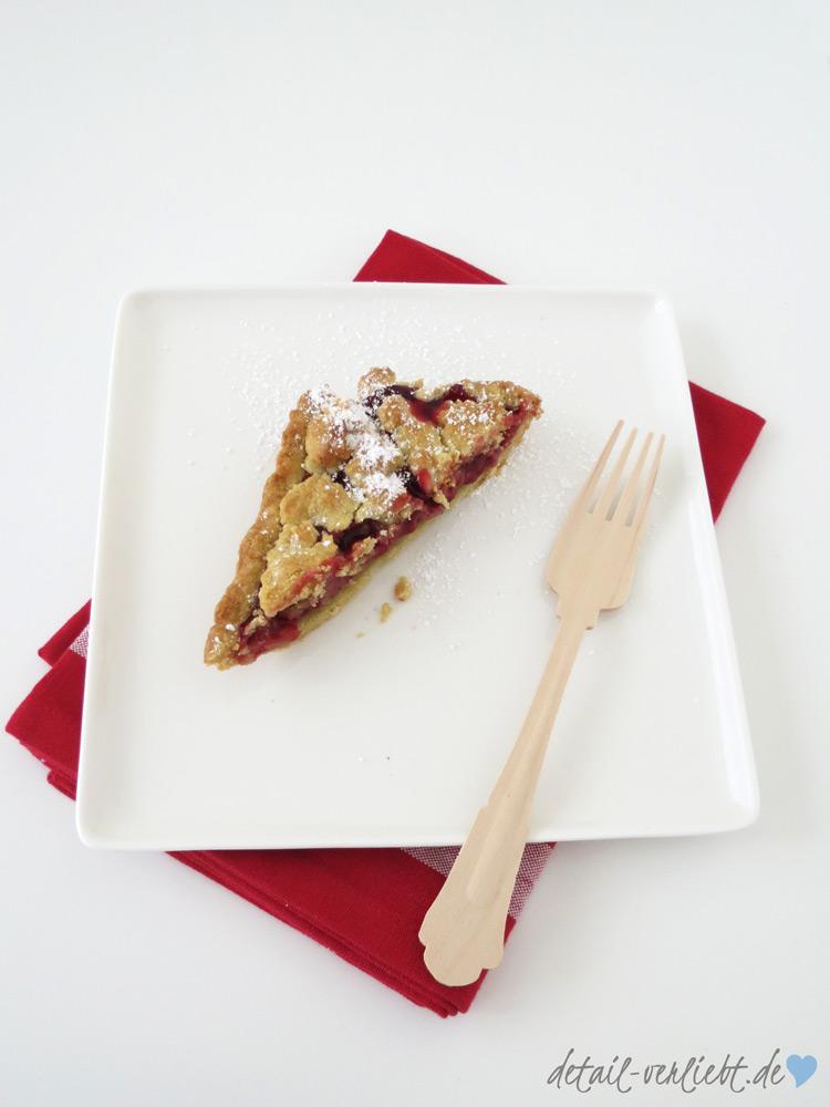 www.detail-verliebt.de: Sommerzeit ist Kirschenzeit! Hier gibt es das Rezept für den einfachsten und leckersten Kirschkuchen der Welt – ideal für Sommerfest oder Picknick am Wasser.