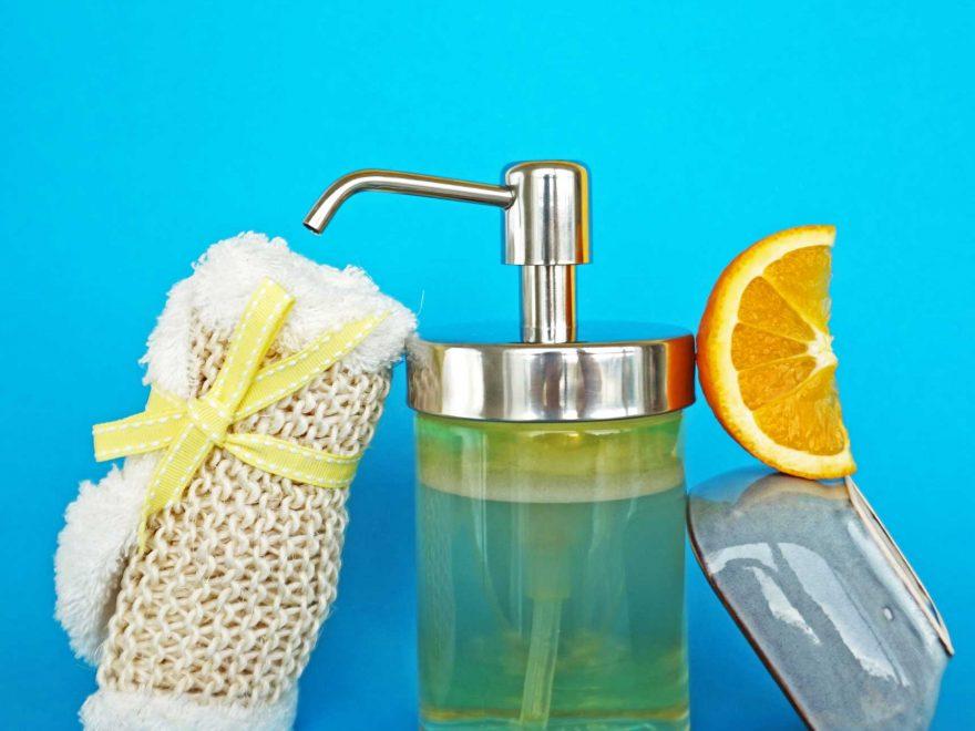 www.detail-verliebt.de: In weniger als 5 Minuten kann jeder mit genau 4 Zutaten und dieser einfachen Anleitung individuelles Duschgel selber machen.