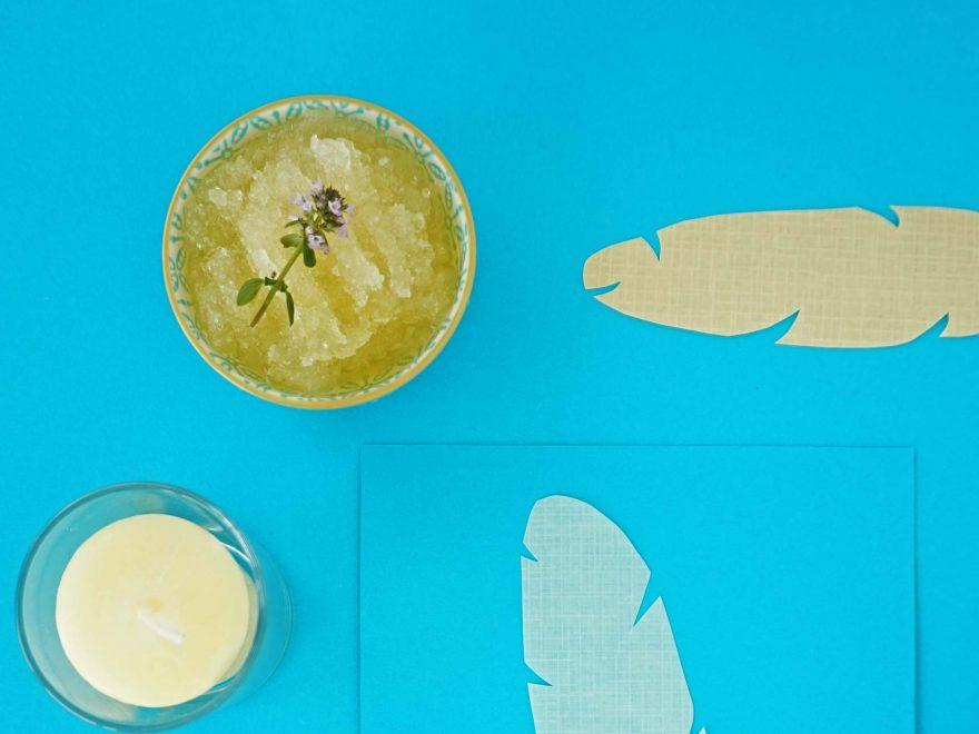 www.detail-verliebt.de: Fußpeeling selber machen ist einfach und geht schnell. Mit wenigen natürlichen Zutaten Fußpflege zu hause selber machen und Füße gesund pflegen.